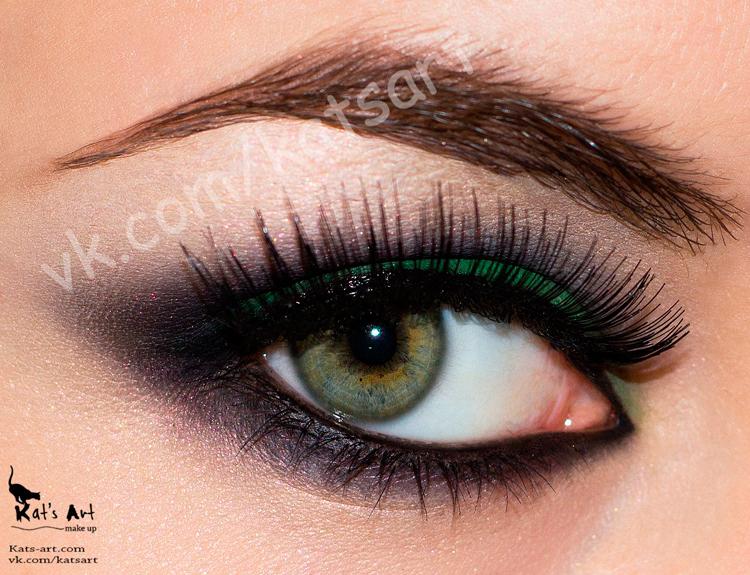 Дневной макияж для брюнеток с зелеными глазами