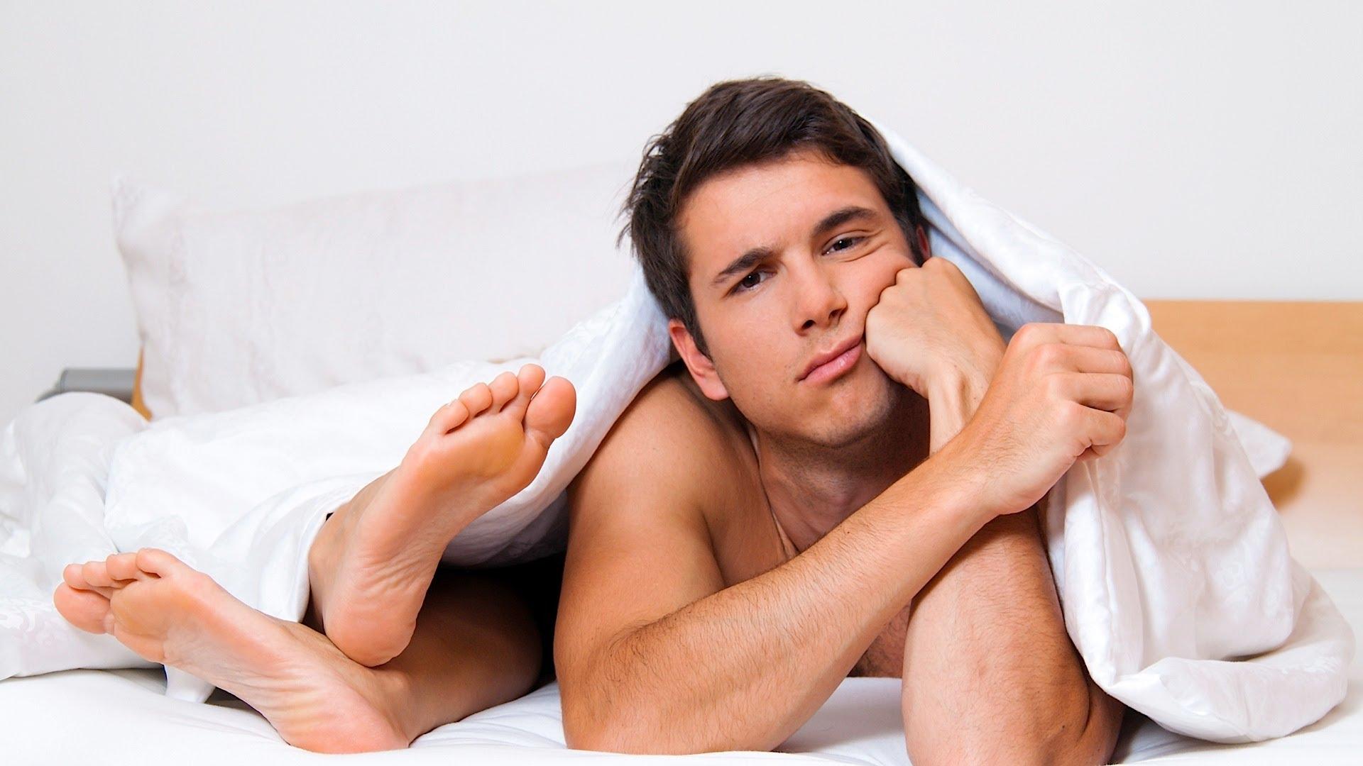eroticheskiy-striptiz-ot-bryunetki